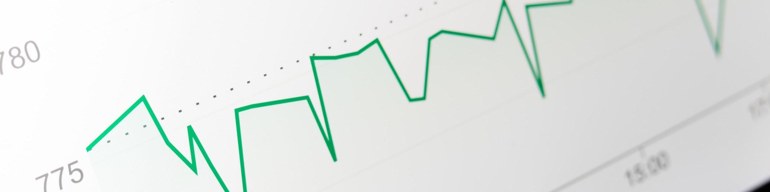 Ecran d'ordinateur affichant des courbes boursières